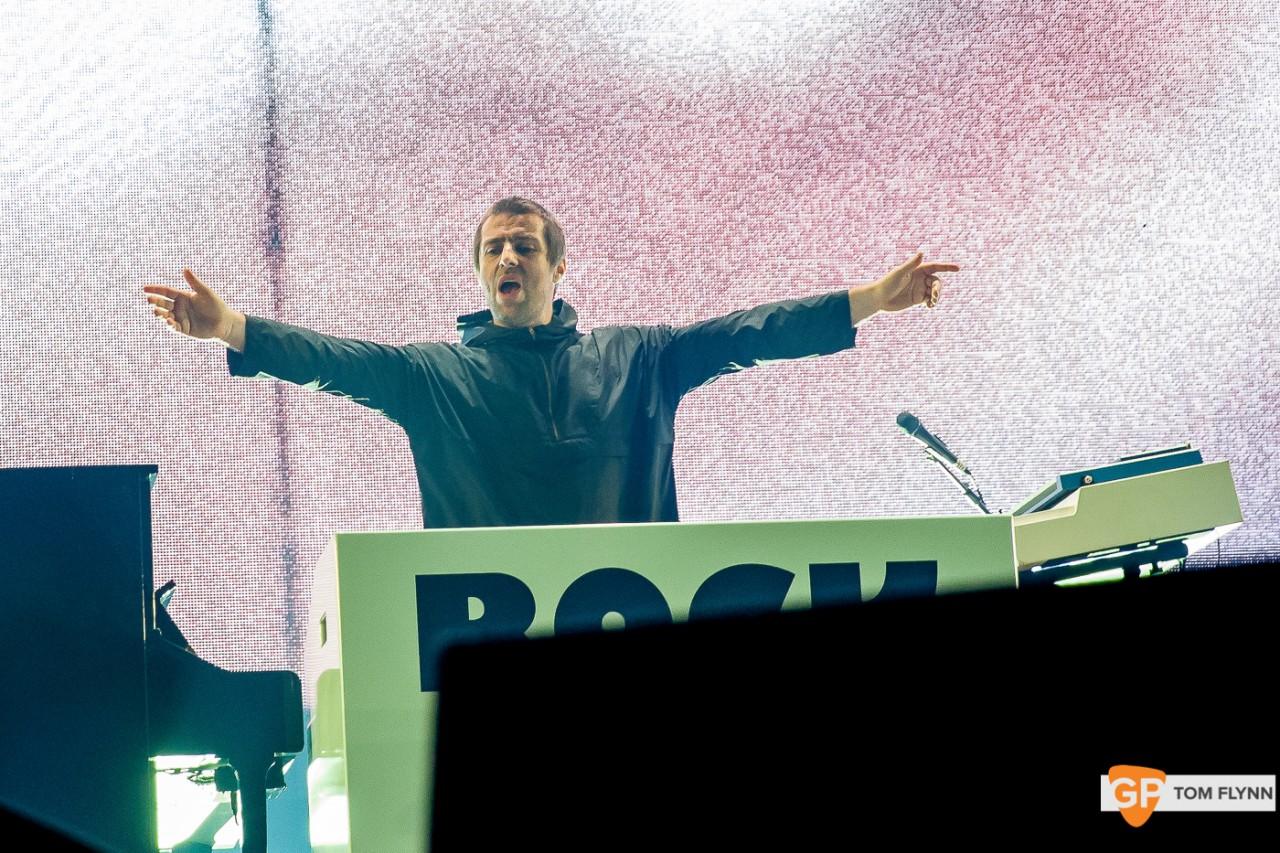 Liam su Twitter annuncia il ritorno degli Oasis..insieme a qualche pinta