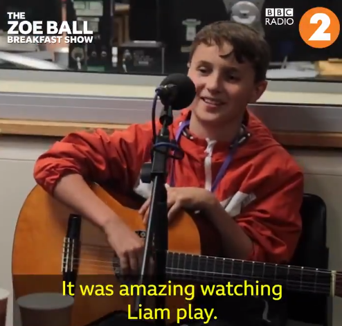 Video Un bimbo di 10 anni suona Live Forever davanti a Liam