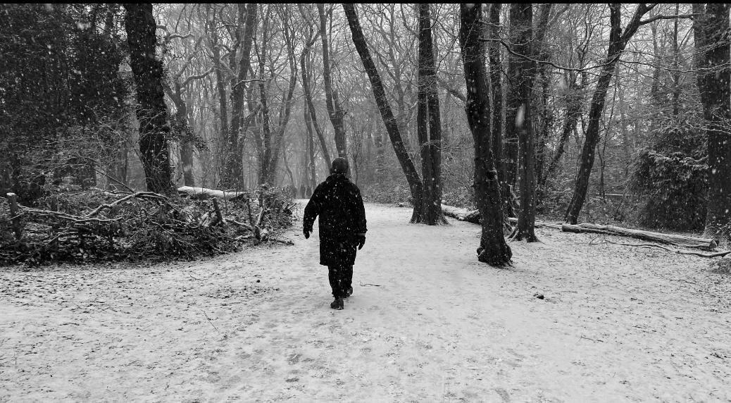 Liam come un bambino in mezzo alla neve