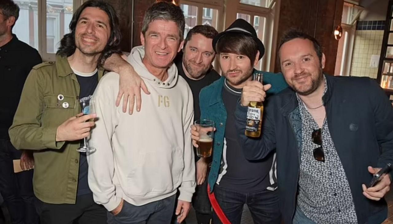 Foto gallery Noel Gallagher alla premerie di Oasis Knebworth 1996